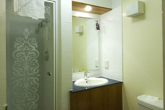 Premier Inn Knutsford (Bucklow Hill) Hotel: Bucklow Hill Bathroom