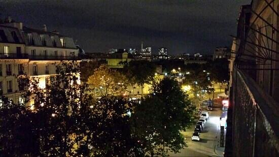 Hotel le Tourville: night time balcony view room 54