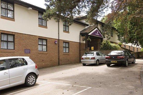 Premier Inn Kings Langley Hotel: Kings Langley Exterior