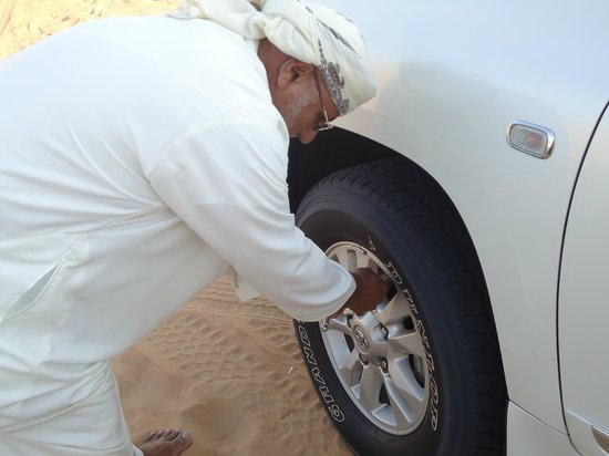 Arabian Team Adventures: Deflating tier before dune bashing