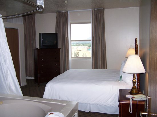 Ben Lomond Suites Historic Hotel, an Ascend Collection Hotel: Great beds with grand views