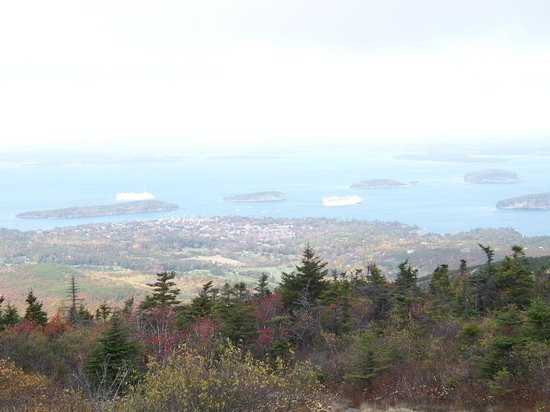 Cadillac Mountain: Foggy View of Cruise Ships in Ocean
