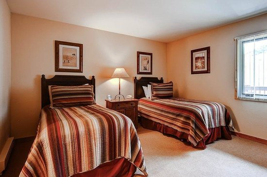Woodbridge Condominiums: Guest Room