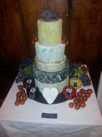 The Gourmet Pig: Our veryown wedding cheese cake