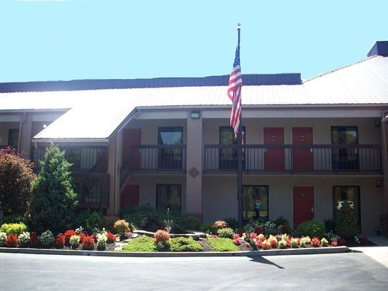 Red Roof Inn Kingsport: Inn Exterior
