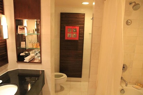 โรงแรมพาร์ครอยัลปีนัง: حمام الغرفة