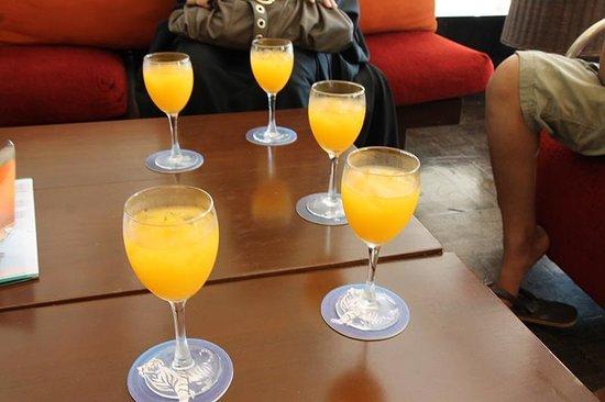 โรงแรมพาร์ครอยัลปีนัง: استقبلونا بالعصير