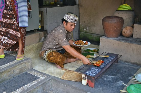 Paon Bali Cooking Class: Sate grill