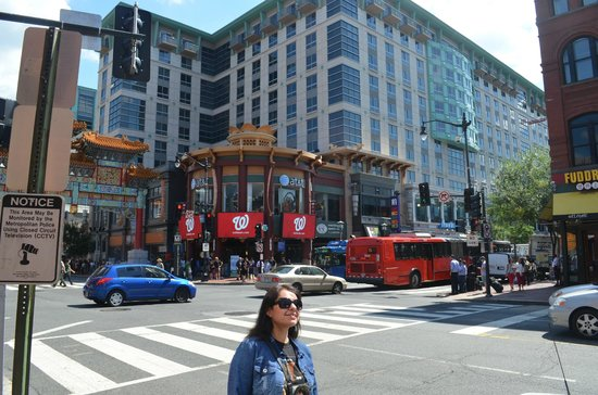 The City Tour: En las Calles deL DC