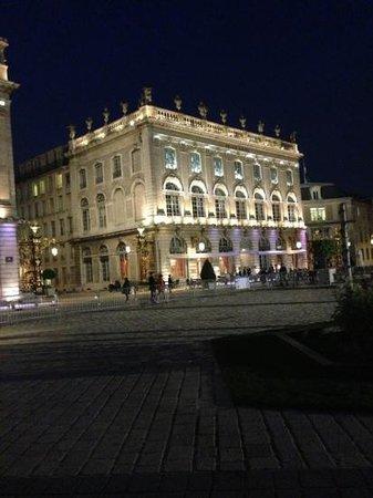 Grand Hotel De La Reine: by night