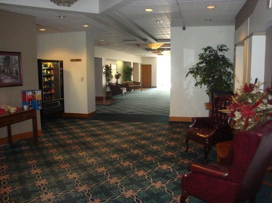 Americourt Hotel & Conference Center: Kingsport Lobby