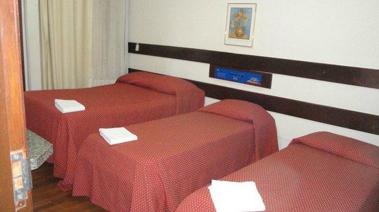 Hotel Apollo Inn Express: aptos para atender sua  familia!! tv, frigobar, ar cond.internet