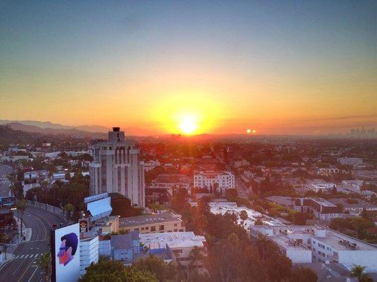 Mondrian Los Angeles Hotel: Sunday morning sunrise