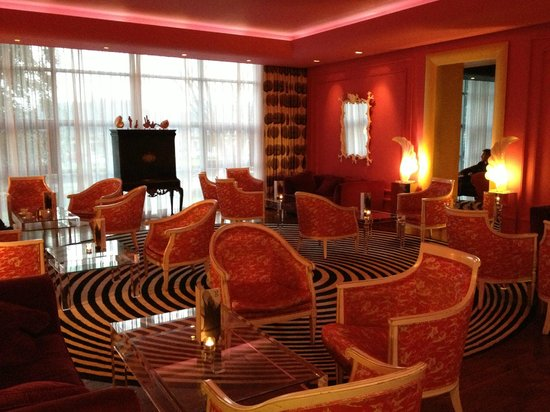 the g Hotel & Spa Galway: 2nd Dining Area - The Alice In Wonderland Treatment