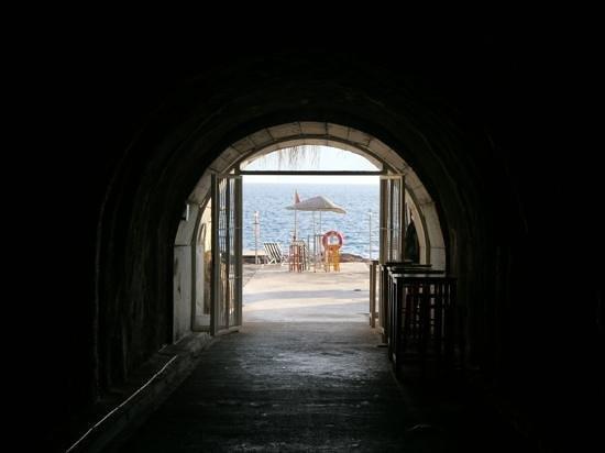 เดอะ มาร์มาร่า แอนทาลย่า โฮเต็ล: A tunnel of love!!