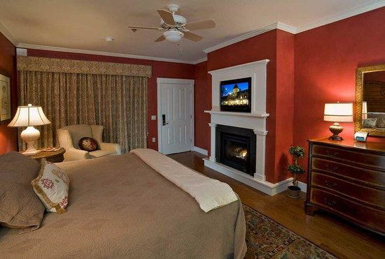 The Norwich Inn: Ivy Room Inn Tv