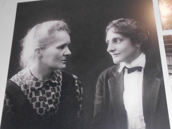 Musée Curie: Marie Curie e uma de suas filhas, também cientista