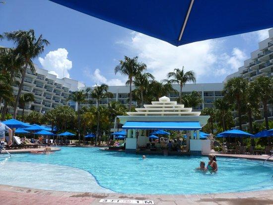 Aruba Marriott Resort & Stellaris Casino: Pool Bar