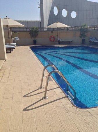 Al Barsha Hotel Apartments by Mondo: rooftop pool