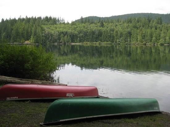 Inland Lake Provincial Park: Great lake for canoeing.