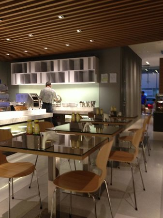 Holiday Inn Express Singapore Orchard Road: Breakfast room