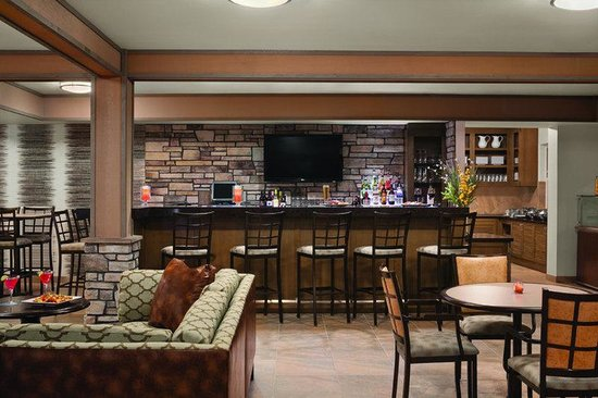 Hyatt House Minot: MOTXM_P025 HBar Lounge