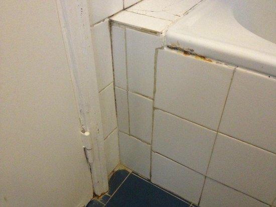 ดา เจล โฮเต็ล: Dirty Bathroom