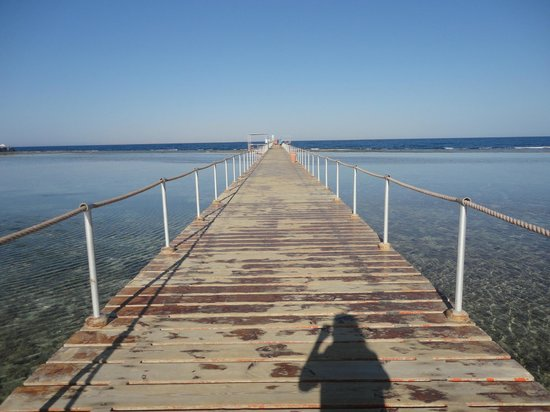 TUI Magic Life Sharm el Sheikh: Beach jetty in the late afternoon sun