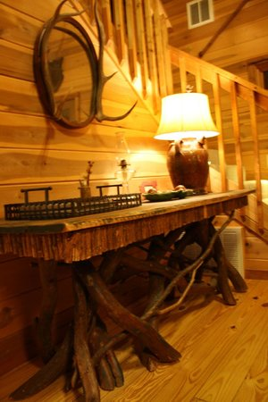 Cabins at Seven Foxes: Console table