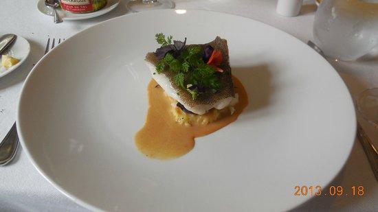 Le Bordeaux: 魚。45万ドン。高過ぎて笑う。