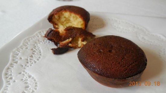 Le Bordeaux: 件の「焦げ味」プチケーキ。見た目はチョコ、味は焦げ!まじ、なんだこれ!