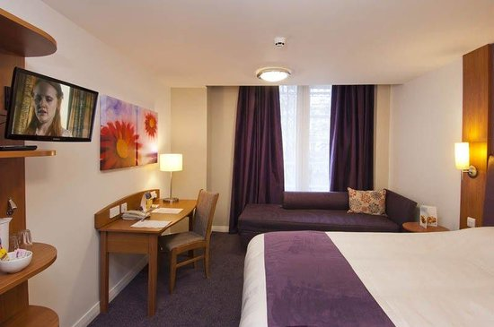 Premier Inn Leamington Spa Town Centre Hotel: Leamington Spa Room