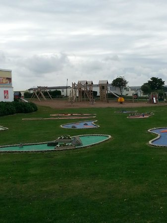 Cayton Bay Holiday Park - Park Resorts: mini golf