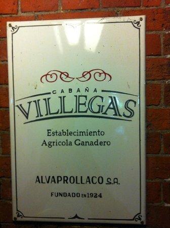 Villegas: Placa à porta do Restaurante