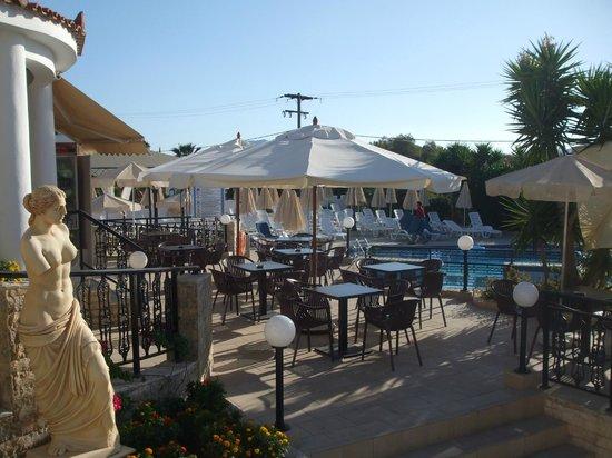 Venus Hotel & Suites: Entrance