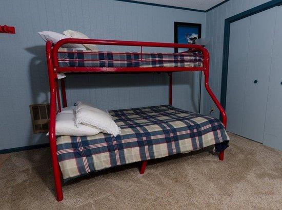 Leatherbark Condos: Leatherbark 3BR Bedroom 2