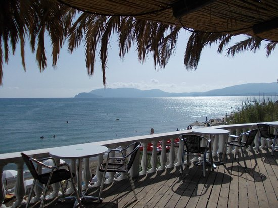 Hotel Venus  & Suites: Restaurant on Kalamaki beach