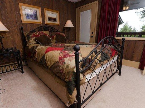 Treetop Townhomes: 2BR Standard Bedroom 2