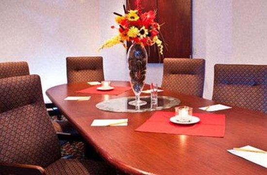 Hilltop Suites Hotel: Boardroom