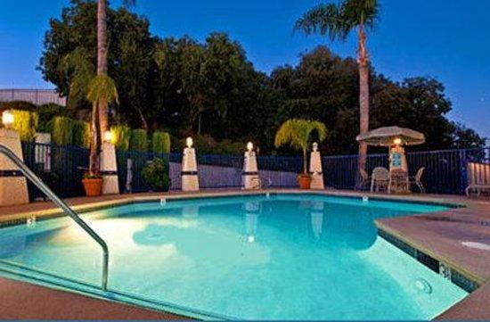 Hilltop Suites Hotel: Pool