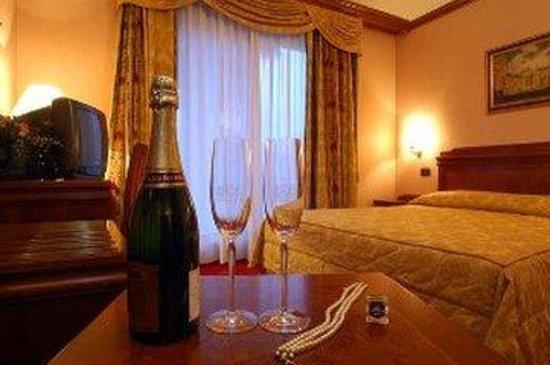Hotel President: Kingbedchampagne