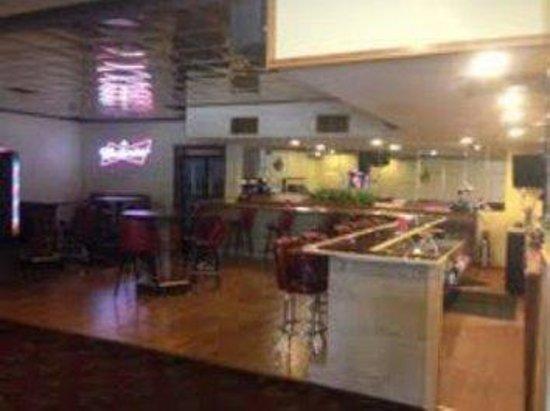 Resident Inn and Suites: Restaurant