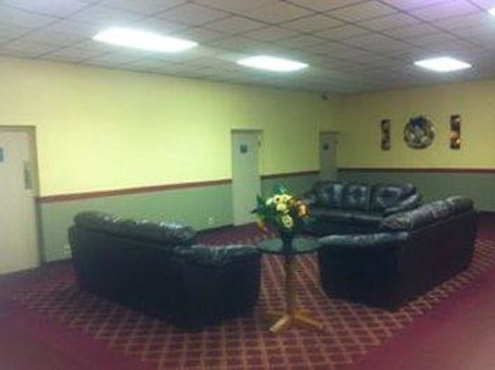 Resident Inn and Suites: Lobby