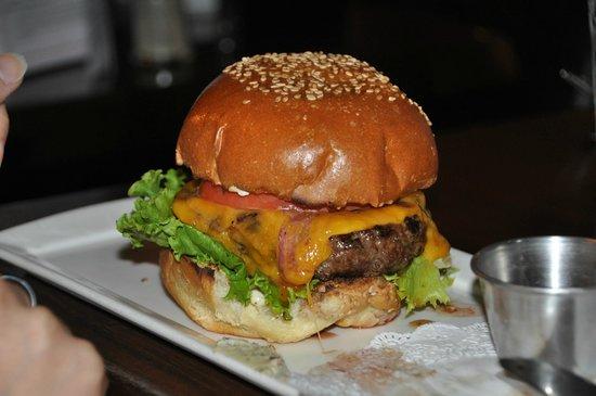 Thunder Burger & Bar: cheeseburger