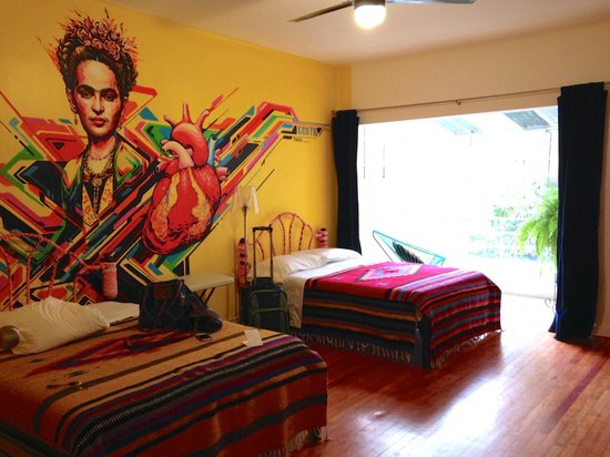 Hostal B&B Dos Fridas y Diego : Upstairs double room with private bathroom. Gorgeous!
