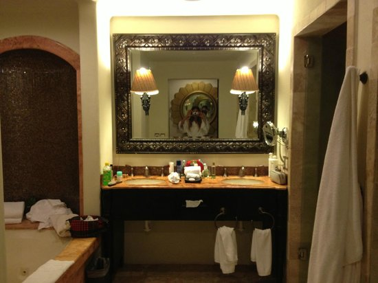 ซีเคร็ทส์โมราม่าบีช รีเวียร่า แคนกุน: baño de la habitación con jacuzzi