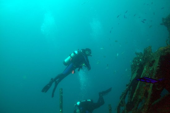 Scubatyme Dive Charters: Two of the four divers on the Ancient Mariner