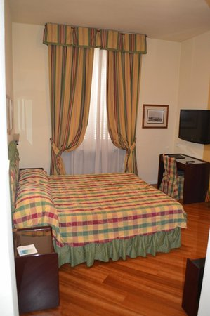 Hotel Italia: Room