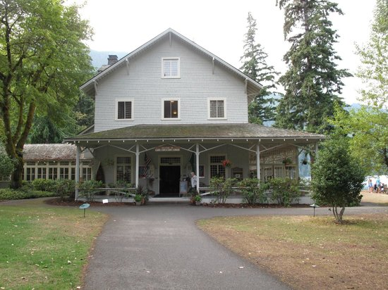 Lake Crescent Lodge Restaurant: Lodge entrance