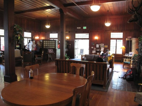 Lake Crescent Lodge Restaurant: Lobby of the lodge